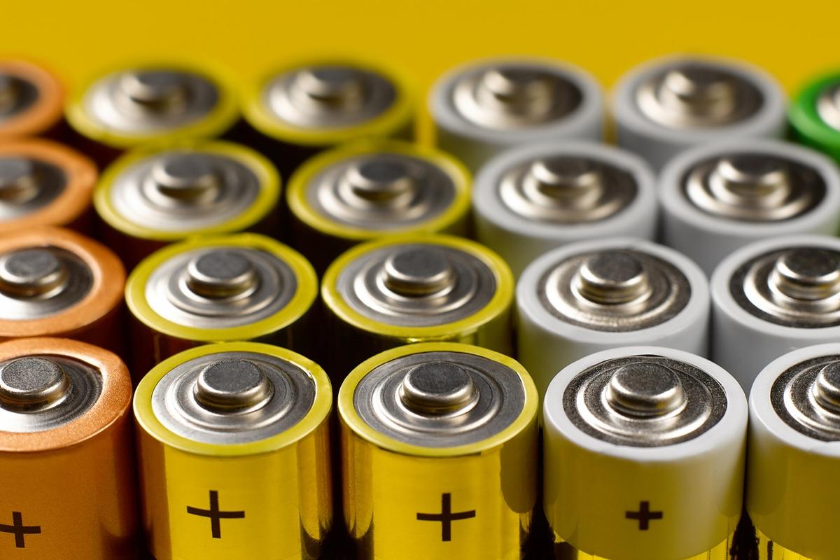 Separação de pilhas e baterias descartáveis