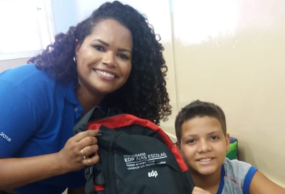 Entrega de kits escolares - UMEF Ana Bernardes Rocha
