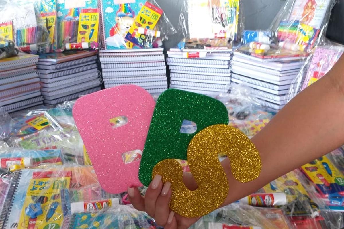 Arrecadação de cadernos escolares