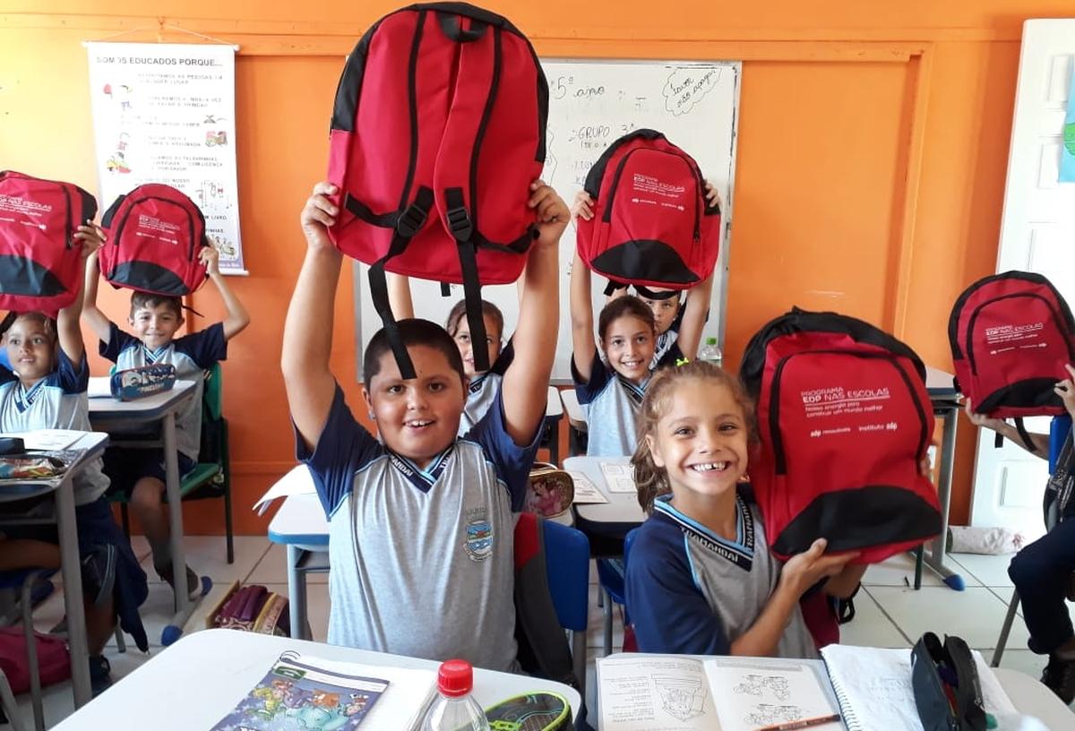 Entrega de kits escolares - CPM EMEF Jorge Enéas Sperb