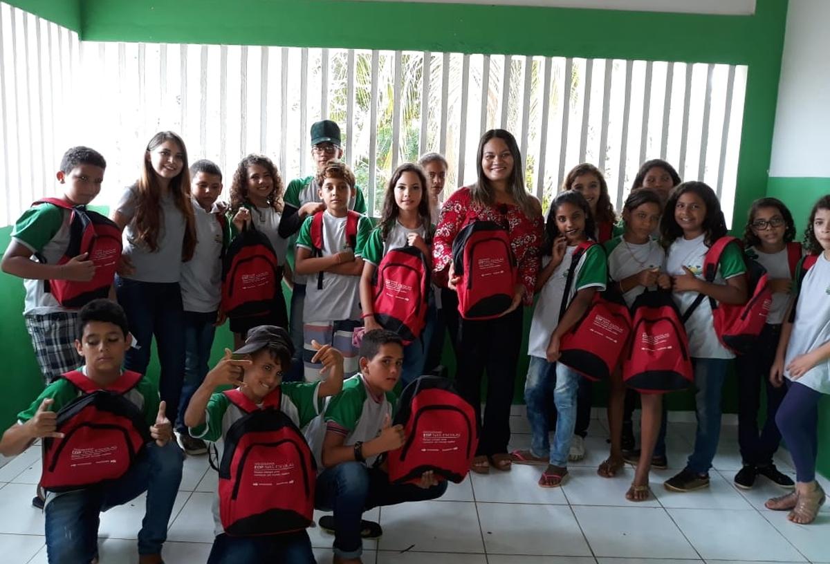 Entrega de kits escolares -  EM Alexandre Câmara