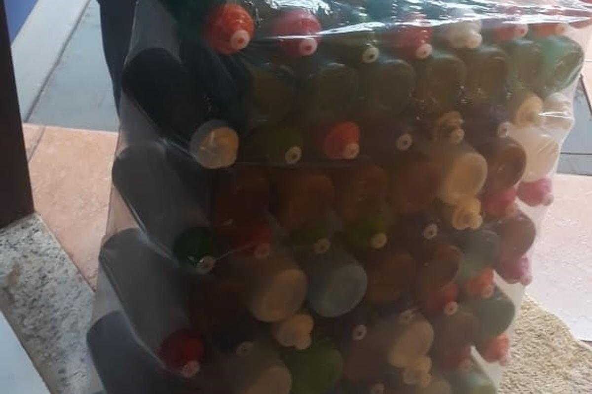 Doação de 100 garrafinhas para os abrigados.