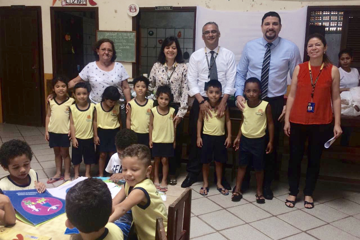 Lanche no ato da doação para Creche Betinho.