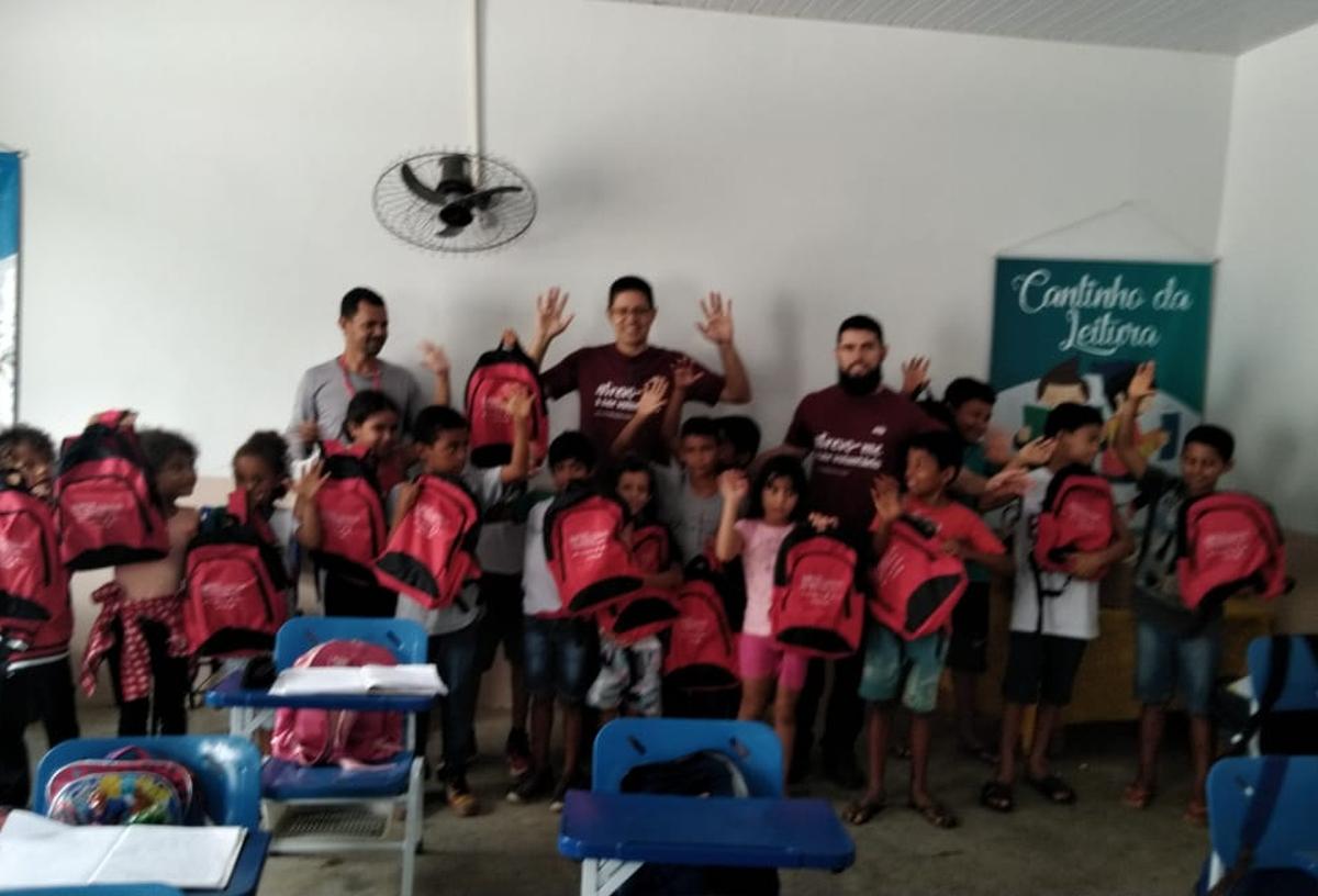 Entrega de kits escolares  - Ass. de Apoio da EM Sebastião