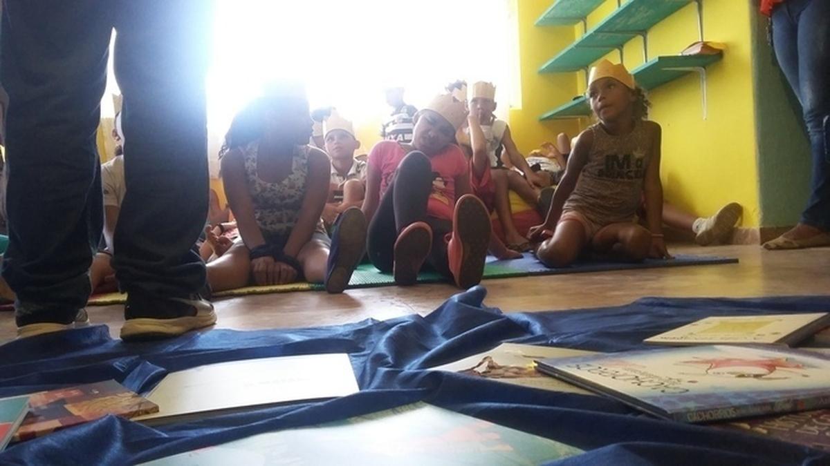 Mediação de leitura voluntários CIEE e entrega de biblioteca Itaú Criança - Água Azul - Guarulhos - 07/12/2016