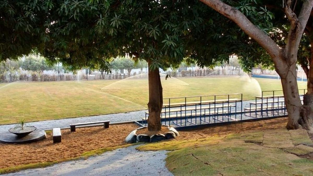 Equipe Energia Solidária - Construção de campo de futebol e quadra de vôlei, revitalização de área, jardinagem