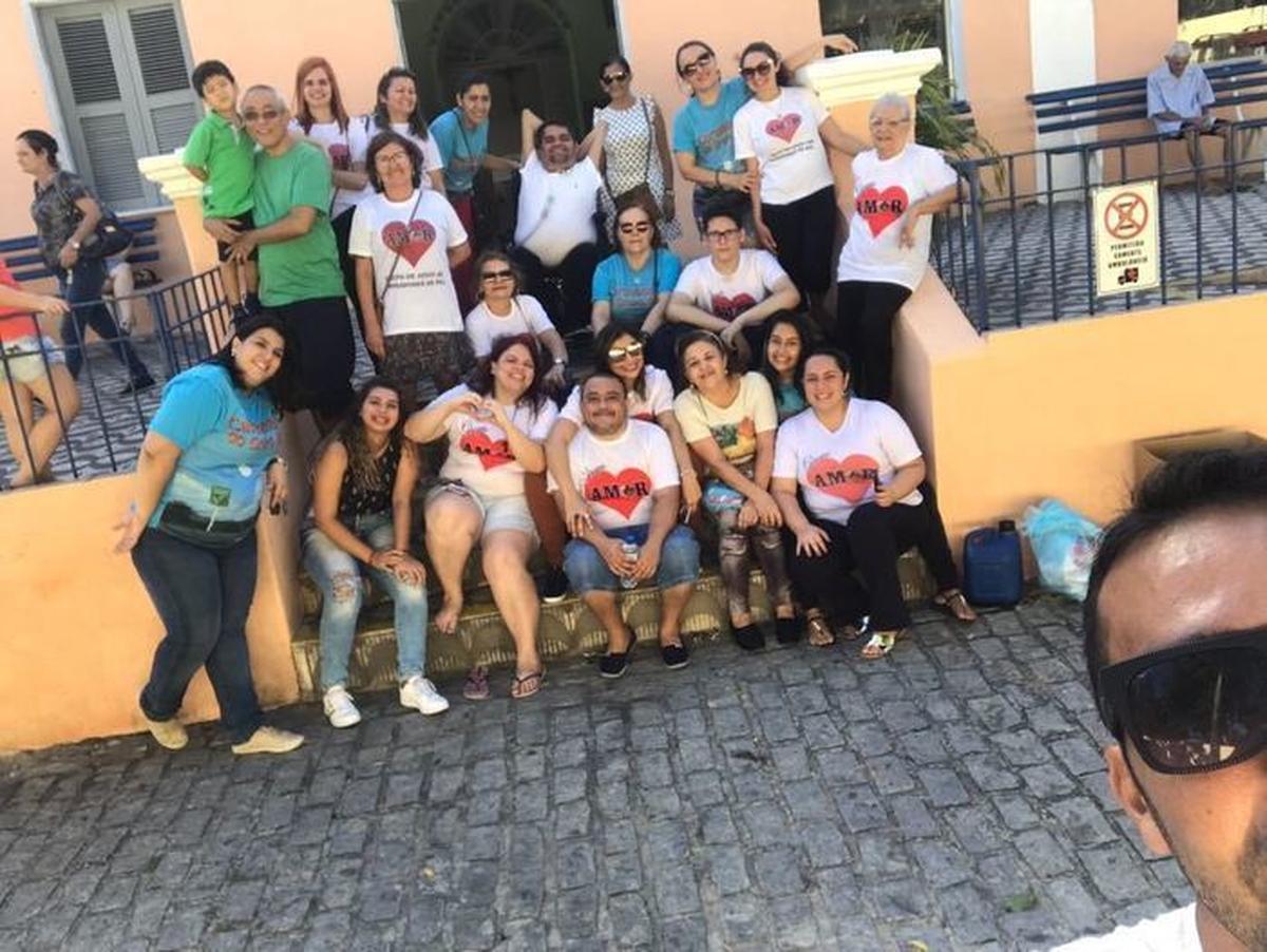 Tarde de lanches, musicas e muito amor no Lar Torres de Melo