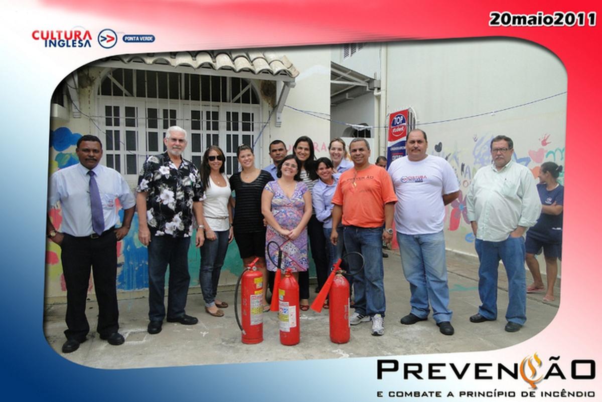 Prevenção - Ensinando a usar extintor de incêndio