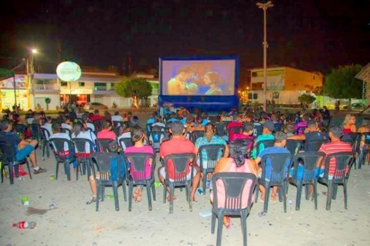 Cinema com Estrelas na Praça da Comunidade- Planaltina GO