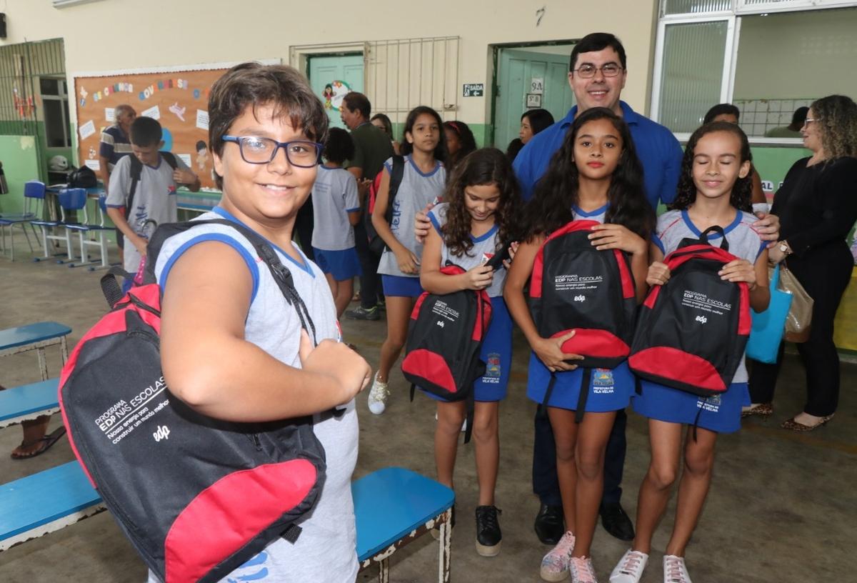 Entrega de kits escolares - UMEF Juiz Jairo de Mattos P.