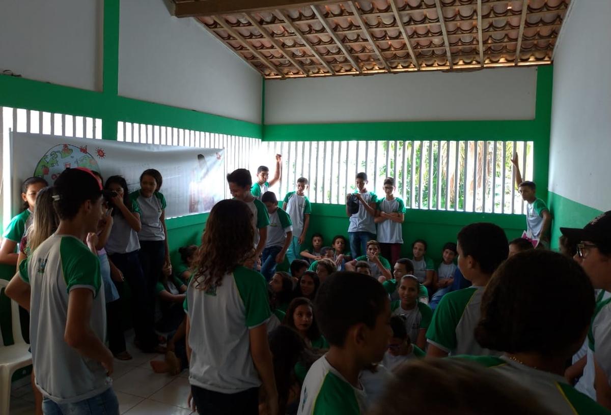 Entrega de kits escolares - APM EM José Assunção Costa
