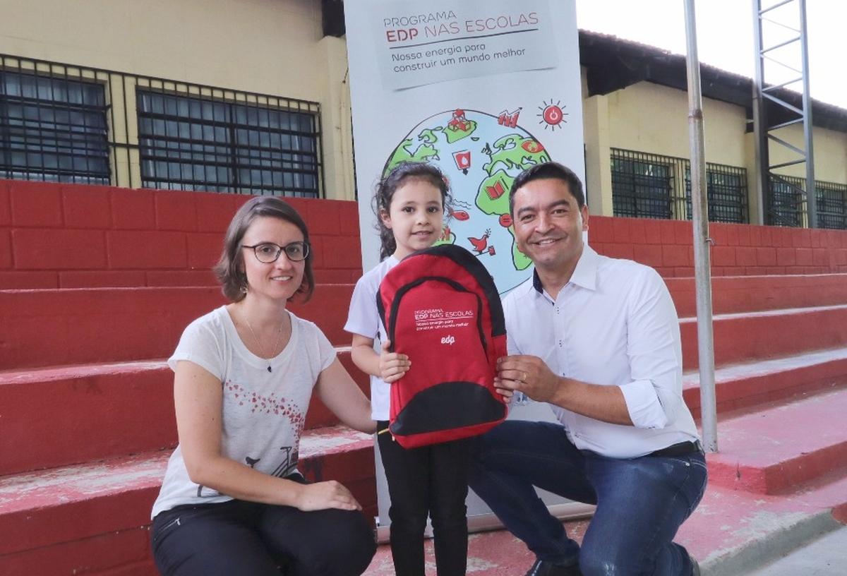 Entrega de kits escolares -EMEF Profª Maria de L. G. Toledo