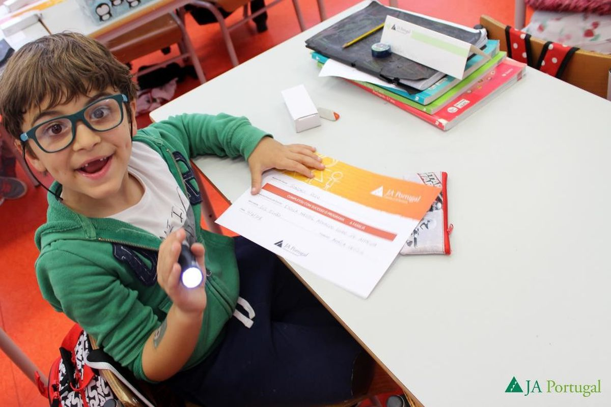 Voluntariado nas Escolas com a Junior Achievement Portugal