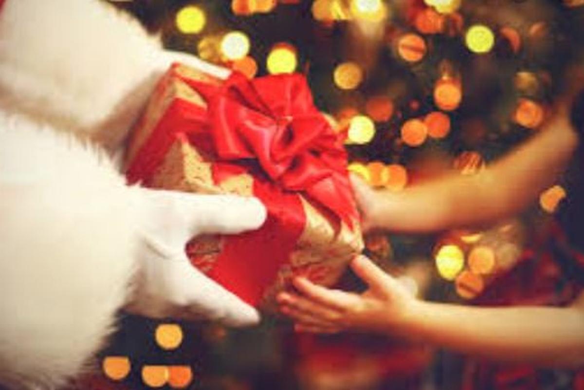 Doe brinquedo e faça o natal de uma criança feliz.