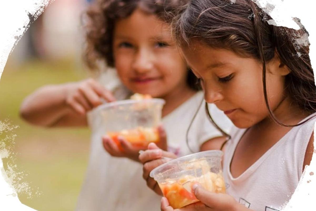 Entrega de doações de alimentos em Rio Verde