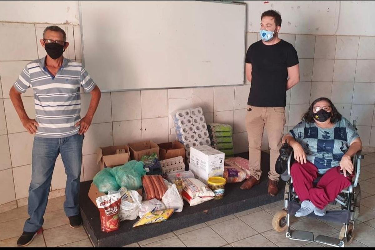 Doação de alimentos e produtos de higiene para Abdis.