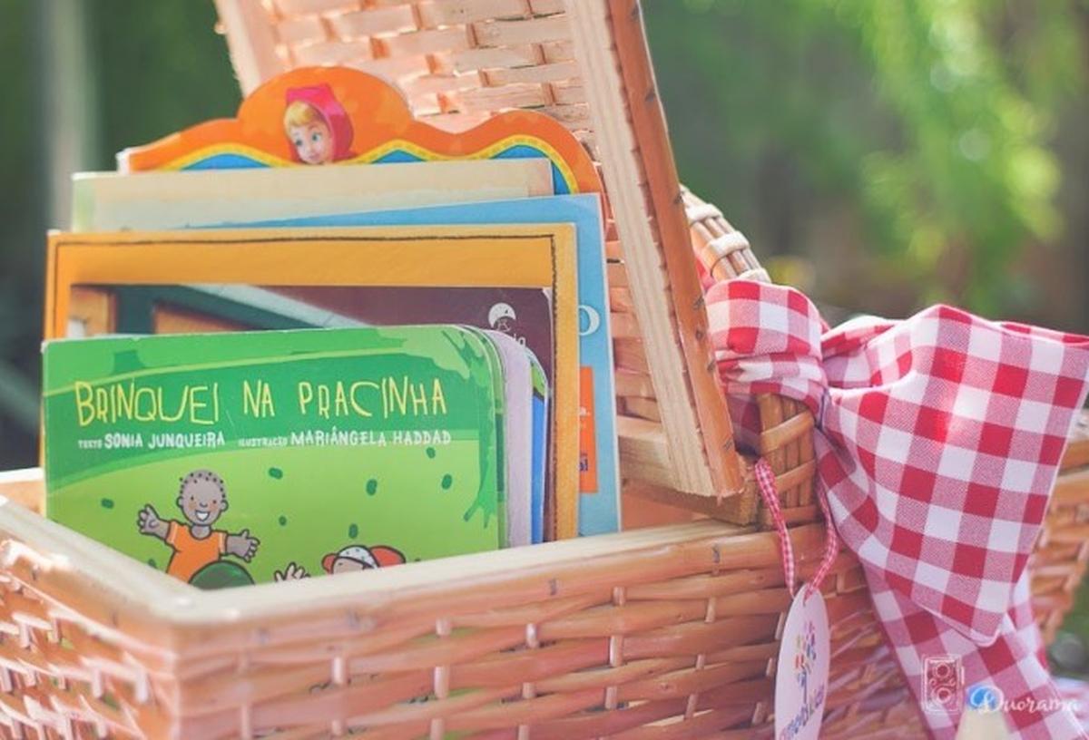 Entrega de livros no parque Cidade das Crianças em SJP