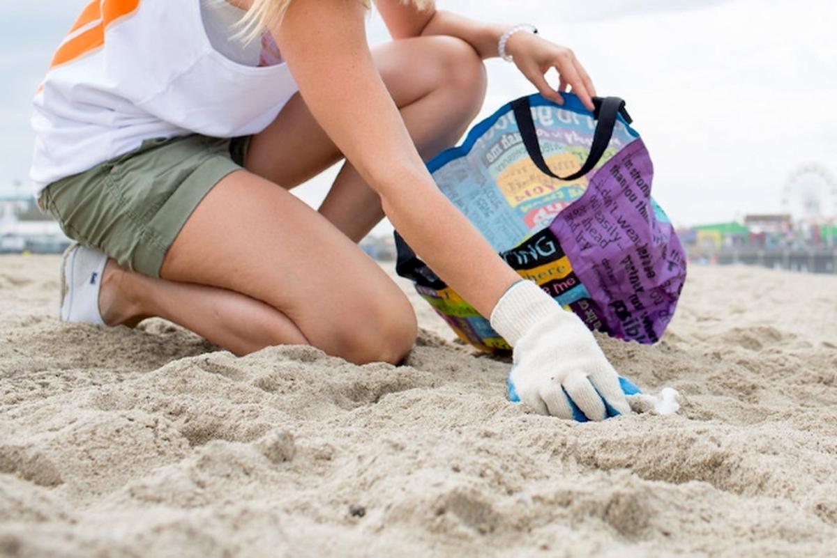 Limpeza de praias e sensibilização local (plásticos)