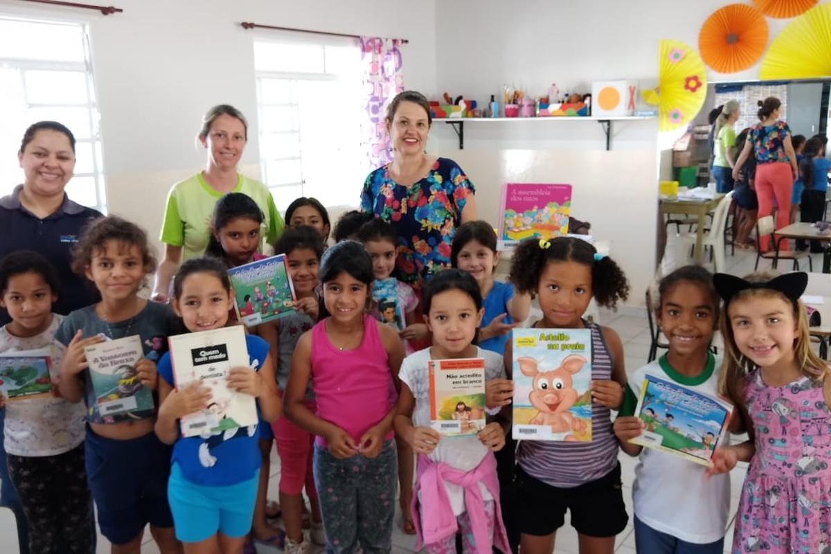 Doação de livros para o PROJETO VIDA Piraju